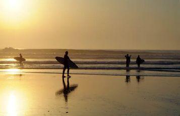Mimizan dans les Landes, on surfe entre amis