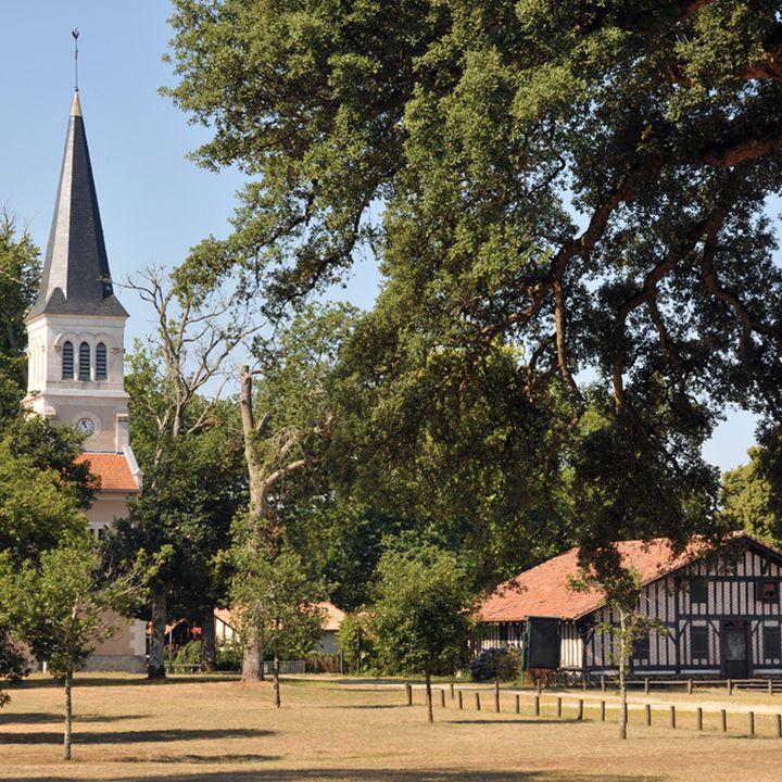 Le village de Bias à côté de Mimizan - son église et la maison de l'Airail