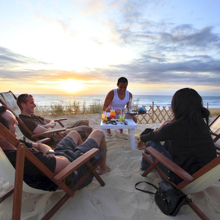 Coucher de soleil en terrasse d'un restaurants, d'un bar ou d'une cabane de plage à Mimizan