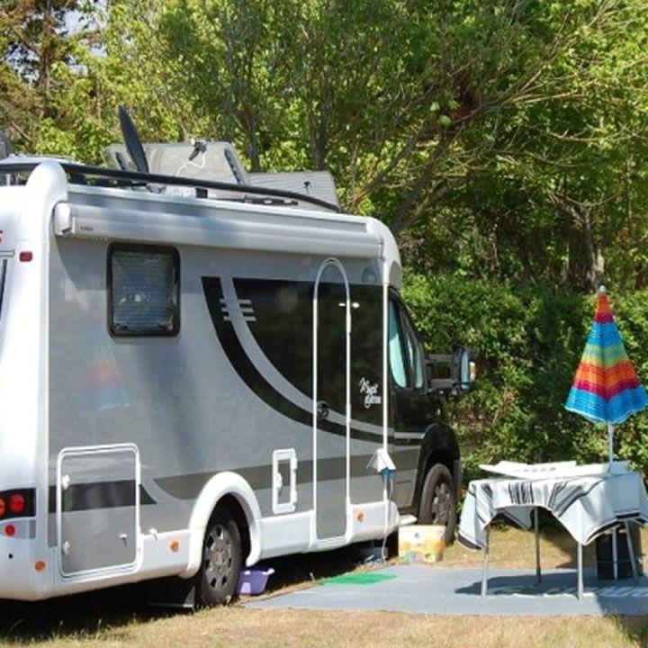 Les aires de campings cars de Mimizan pour se loger et dormir à la plage, au bord du lac ou en lisière de forêt à Mimizan dans les Landes