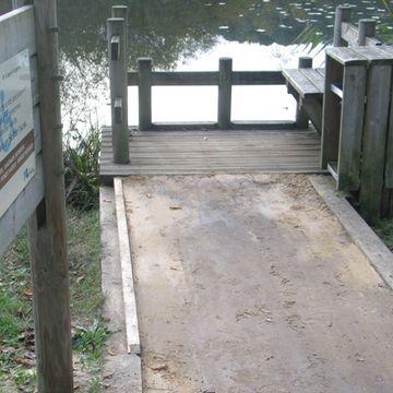 Ponton de pêche de l'étang d'Aureilhan à Mimizan  en MIMIZAN