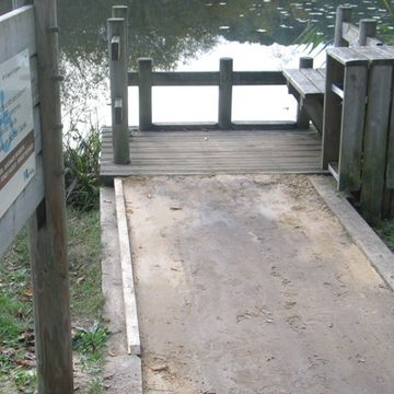 Ponton de pêche de l'étang d'Aureilhan à Mimizan  in MIMIZAN