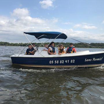 Cercle Nautique de Mimizan- Pédalo bateaux electriques  in MIMIZAN