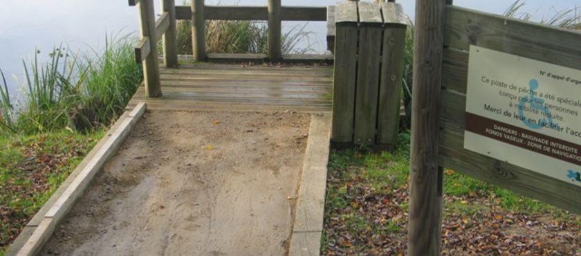 Ponton de pêche de l'étang d'Aureilhan - St Paul en Born à SAINT-PAUL-EN-BORN (40)